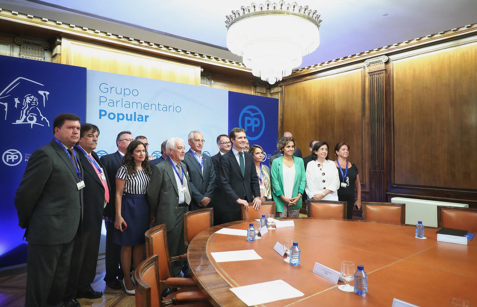 El PP se reúne con representantes de la concertada y anuncia una proposición no de ley